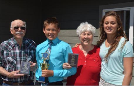 grandparents-connecting-at-grandchildrens-school